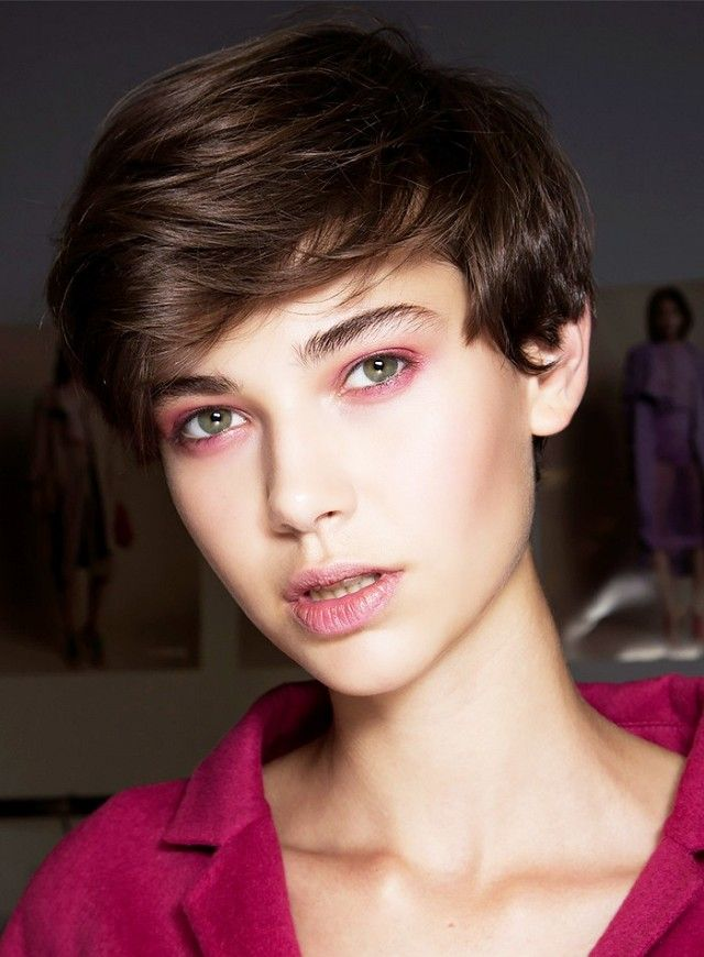 This androgynous pixie cut is so gorgeous