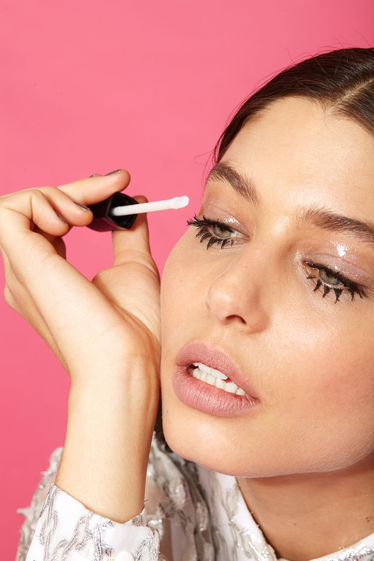Glossy eyelids (Easy makeup ideas) To achieve a glossy texture on the lids, Najo...