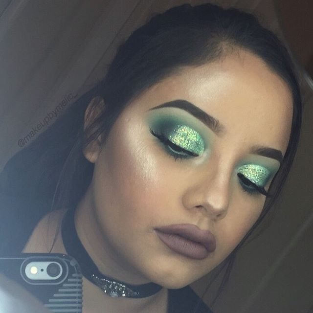 Tutorial on this look in my bio :) @makeupgeekcosmetics white lies, shore thing,...
