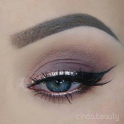 sharp shimmery liner nude shade smokey eye makeup