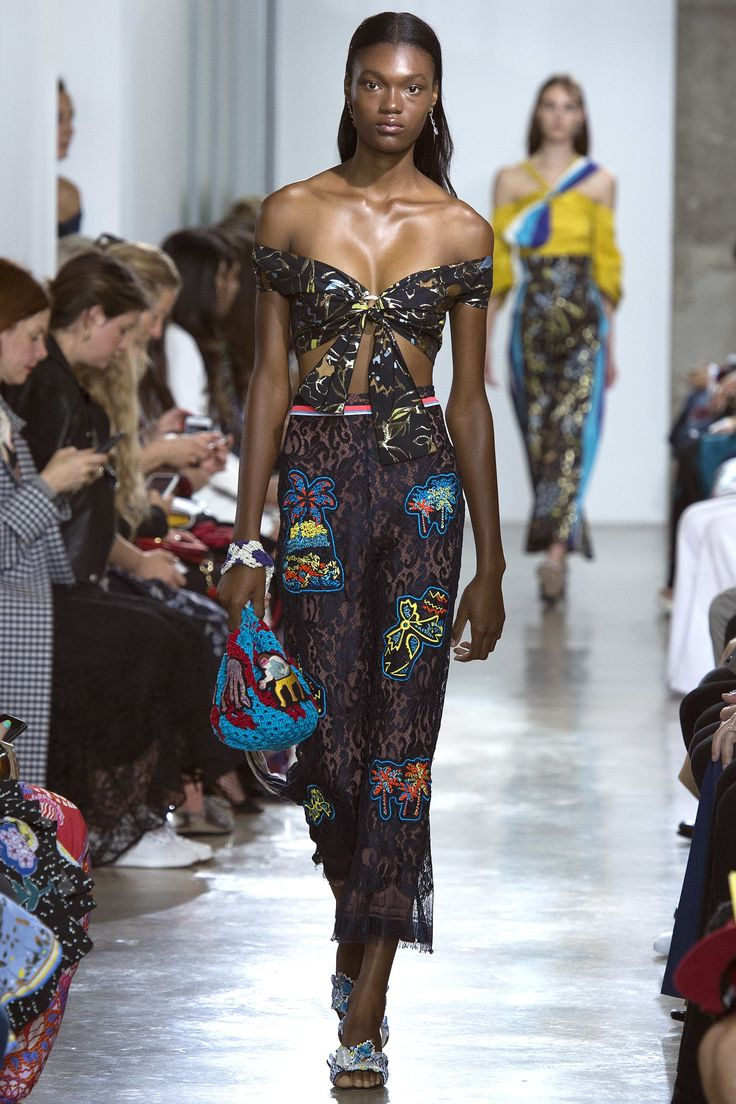 See the complete Peter Pilotto Spring 2017 Ready-to-Wear collection.