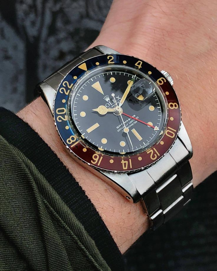 All hail our 6542 with original bakelite bezel in pristine condition AKA the mos...