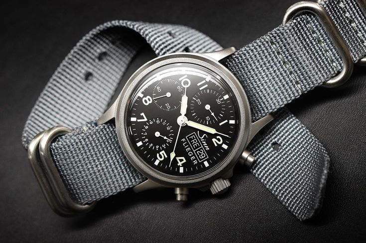 #fliegerfriday The SINN 356 FLIEGER, our traditional chronograph in a 38.5 mm be...