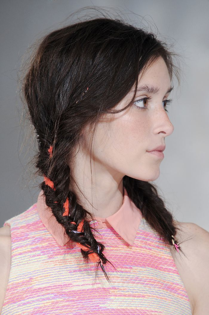 Summer hairstyles need to be effortless and chic. Click here to see the 10 style...