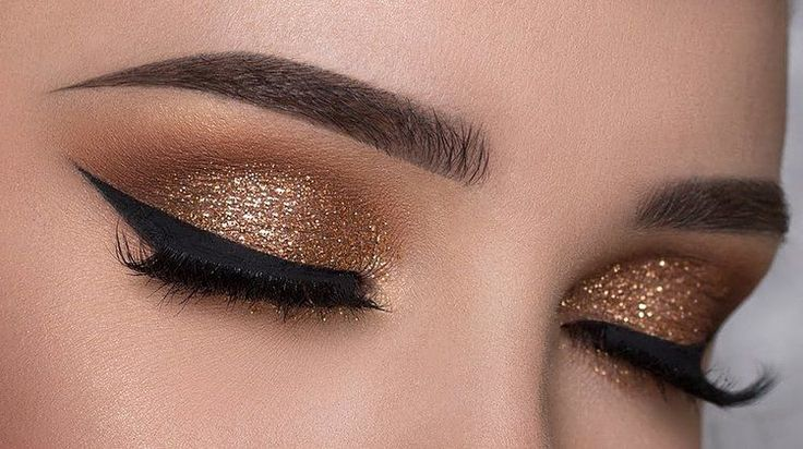 glitter eye makeup tutorials are quite easy to achieveFacebookGoogle InstagramPi...
