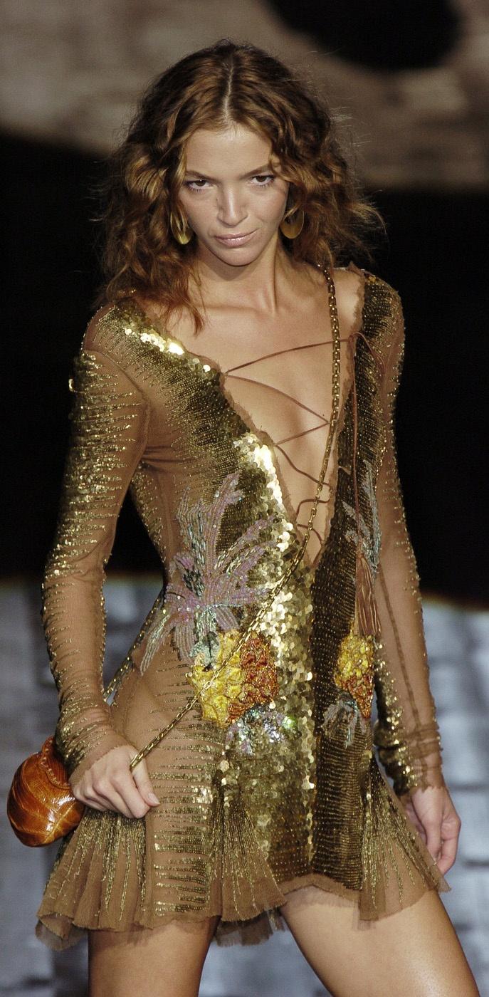 Mariacarla Boscono for Roberto Cavalli Spring 2005 italian-models.bl...