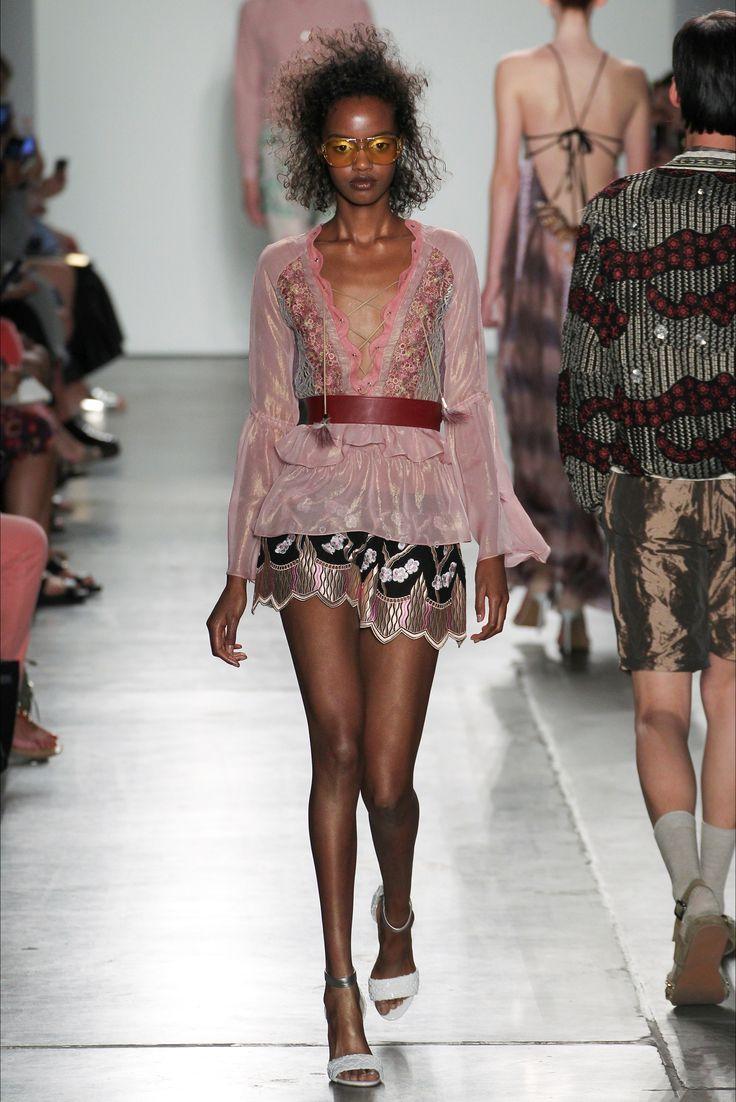 Sfilata Custo Barcelona New York - Collezioni Primavera Estate 2017 - Vogue