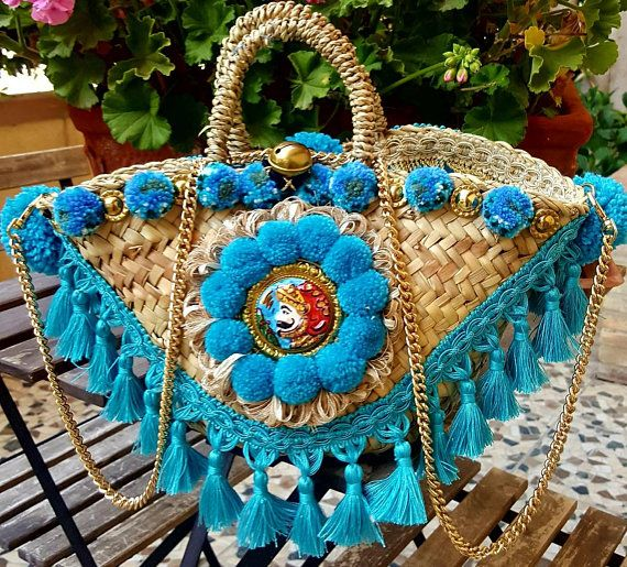 piccola borsa in palma nana originale munita di tracolla dorata in metallo .Fran...