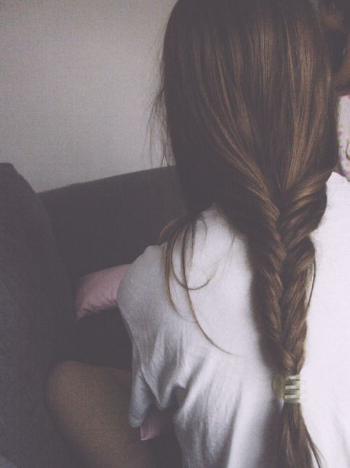 Loose fishtail braid (via Jenn Sasso)