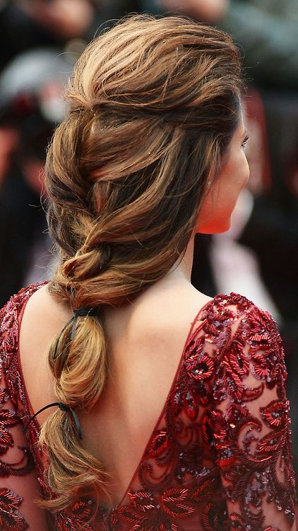 Loose long braid (via The Zoe Report)