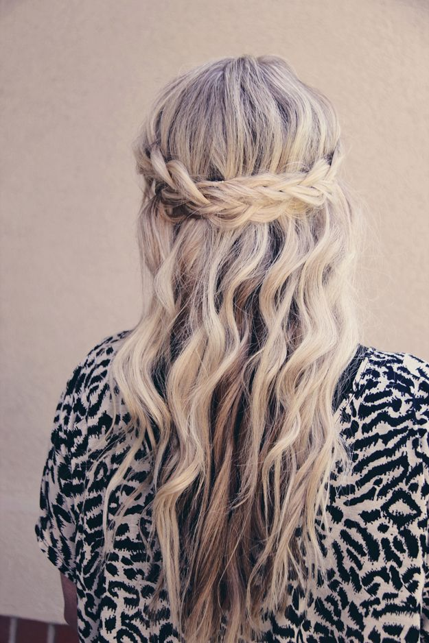 half up braid hairstyle (via Beauty High)