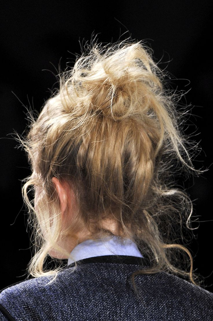 messy buns can be chic