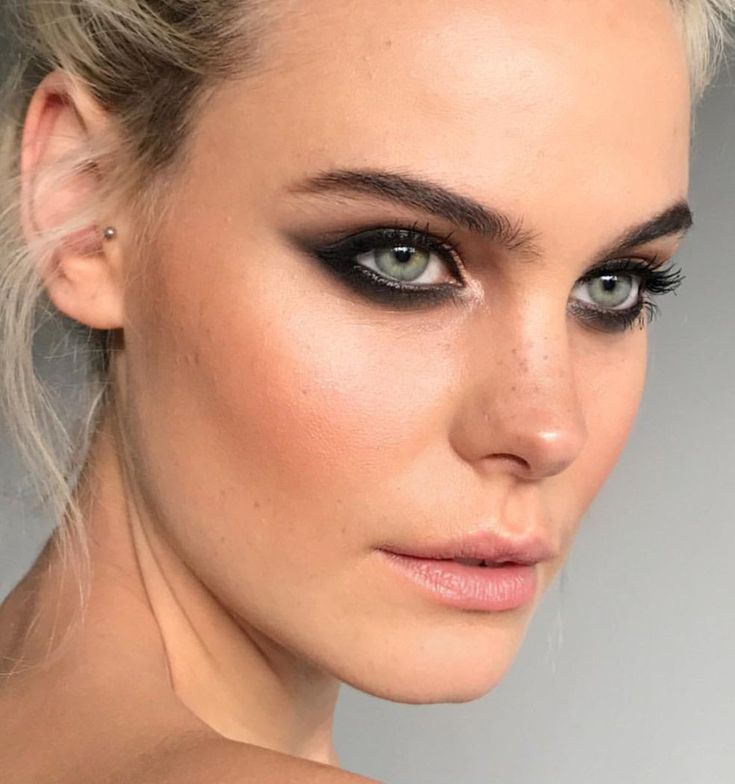 Pinterest: DEBORAHPRAHA ♥️ cat eyeliner look with a smokey eye. I'm in love ...