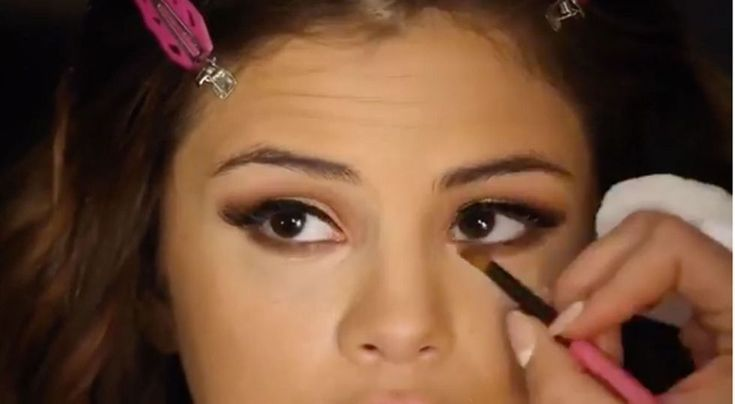 See Selena Gomez's Makeup Tutorial for Her Revival Tour - Selena Gomez Makeu...