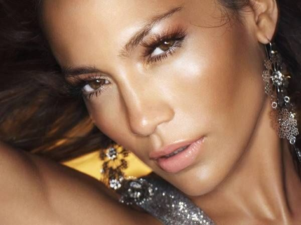 Video Tutorial to get Jennifer Lopez's Look Using drugstore makeup and LORAC PRO...