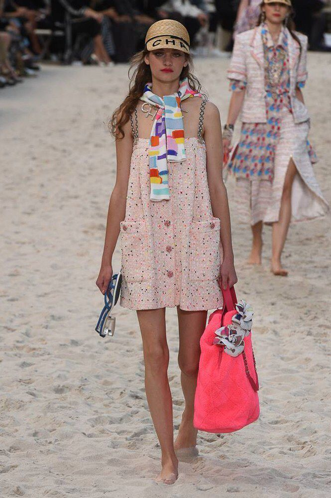 Chanel Spring 2019 Ready-to-Wear Fashion Show Collection: See the complete Chane...
