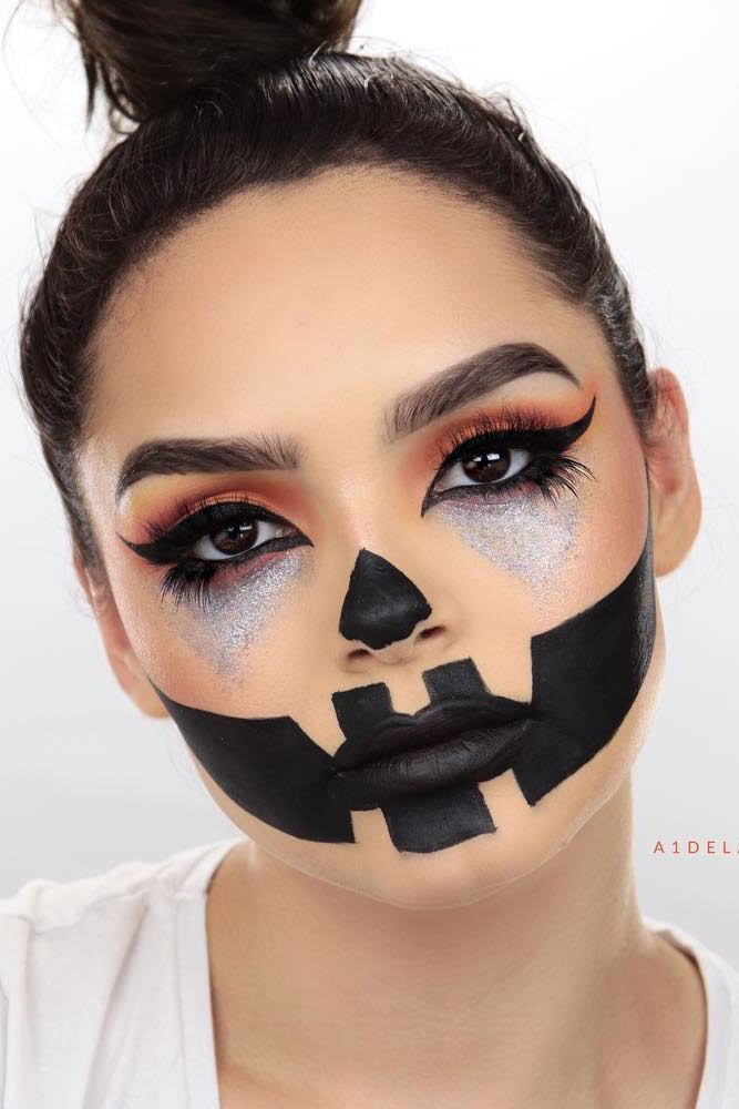 Pumpkin Face Makeup Idea #scarecrow #glittereyes Looking for scary or cute Hallo...