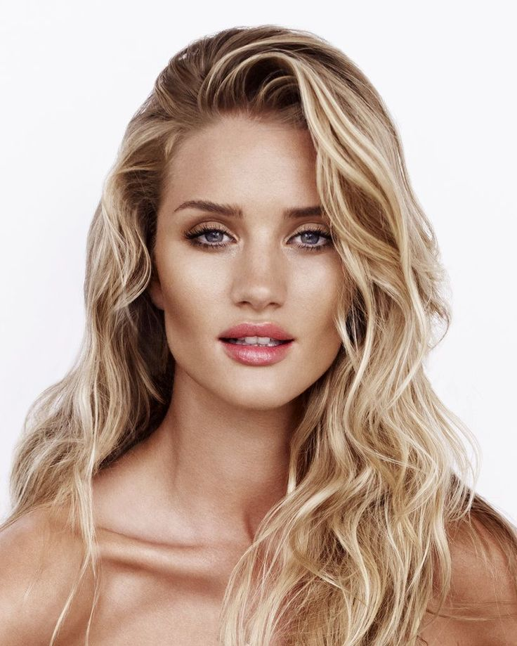 Rosie Huntington-Whiteley Shares Her Beauty Secrets In This Must-See Video Tutor...