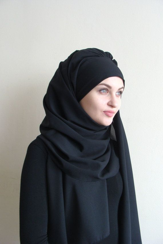 This charming hijab is made in an elegant black color, its design solution for o...