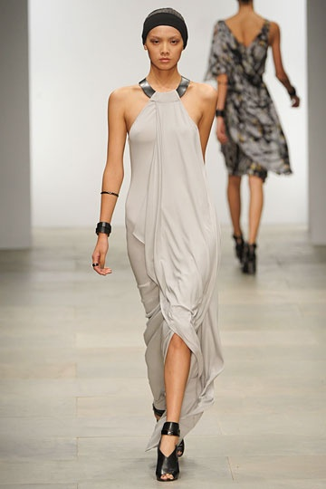 Amanda Wakeley Spring 2012 RTW Fashion Show