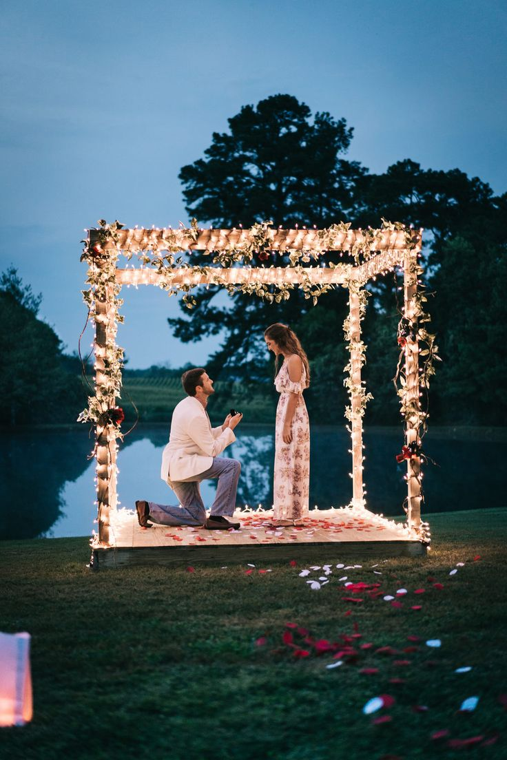 The Top 10 Most Epic Proposals of 2018 | Photography:   Jesse Legg | #proposal #...