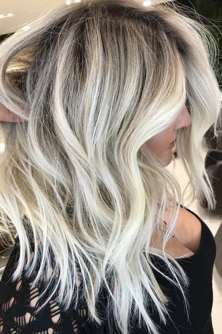 Blonde Goals ✨✨ this gorgeous colour by Romeu Felipe aka hair god 🙌🏼...