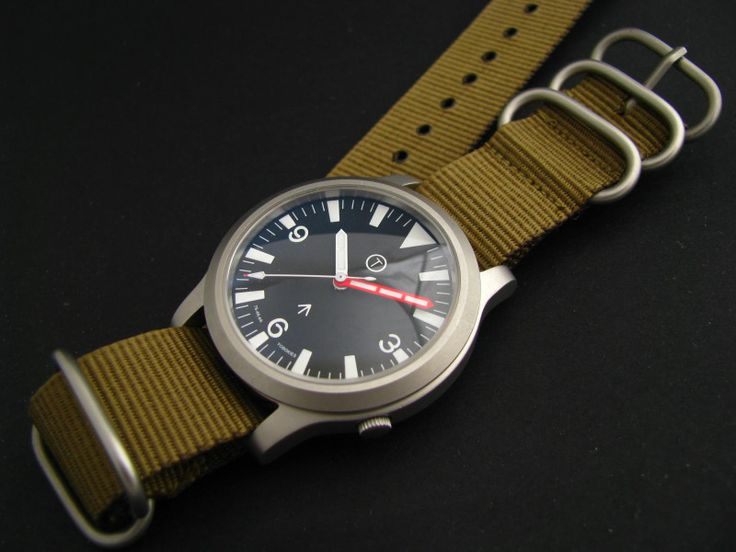 SNK809K Mil photo: With high domed coated sapphire and olive nato This photo was...